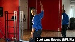 Реми Тоин в залата за танци