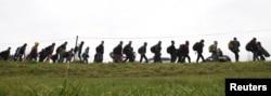 Migranți în drum spre Germania, prin Austria