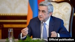 Armenia - President Serzh Sarkisian chairs a meeting of top government officials in Yerevan, 29Jun2013.