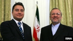 علی باباجان برای فراهم کردن مقدمات کنفرانس بین المللی عراق به تهران سفر کرده است.