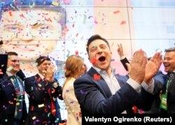 Владимир Зеленский, будучи еще кандидатом в президенты Украины, отзывался о Саакашвили как о человеке, от помощи которого не стоит отказываться