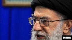 رهبر ایران مباحث مربوط به سخنان معاون رييس جمهوری ايران را کم اهمیت دانست.(عکس: مهر)