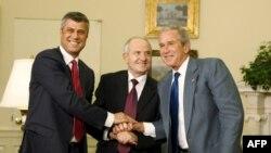 Pamje nga takimi i krerëve të shtetit të Kosovës me presidentin Bush, 21 korrik 2008.