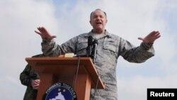 Командующий войсками НАТО генерал Филипп Бридлав