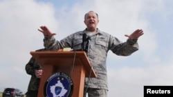 На снимке: генерал Филипп Бридлав