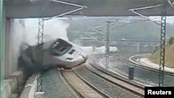 Momenti kur treni doli nga binarët në afërsi të Santiago de Compostela, fotografi e marrë nga kamerat e sigurisë, 24 korrik, 2013