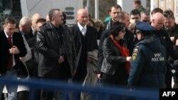 Родственники погибших в авиакатастрофе под Смоленском в Москве.
