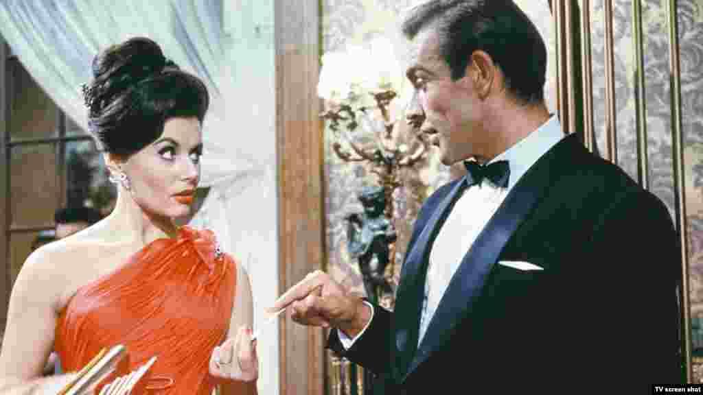 A filmstúdiók eleinte középszerű filmekben adtak neki lehetőséget. Első komolyabb szerepét Lana Turner oldalán kapta 1958-ban a Máshol, máskor című filmben, de a világhírt a dr. No című első James Bond-filmben nyújtott főszereplői alakítása hozta el számára.