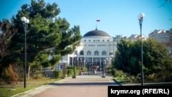 Бывшая Украинская банковская академия в Севастополе, архивное фото