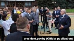 Александр Лукашенко бори шашум довталаби курсии президентӣ аст