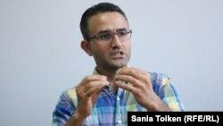Анар Ахмадов - әзербайжандық ғалым, саяси ғылымдар докторы, Нидерландтағы Лейден университетінің ассистент-профессоры.