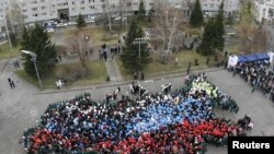 Russia -- Students gather to form the map of Russia as they celebrate the Day of People's Unity in the Siberian city of Krasnoyarsk, 04Nov2010