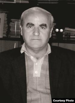 Yazıçı Azad Qaradərəli.