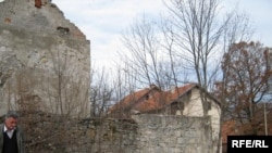 Porušene zgrade u Bosanskom Grahovu, Fotografije: Selma Boračić