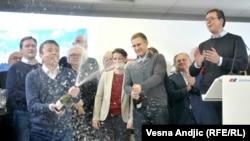 Proslava rezultata lokalnih izbora u štabu Srpske napredne stranke