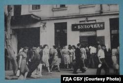 Одеса, середина 1950-х років, напис на крамниці «Булочна» українською мовою. Фотографія французького розвідника Жульєна Галеотті