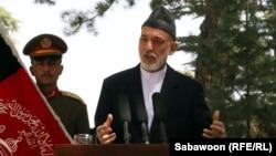 Ауғанстан президенті Хамид Қарзай баспасөз мәслихатында сөйлеп тұр. Кабул, 24 тамыз 2013 жыл.