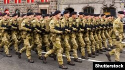 Українські військові під час параду на День незалежності України. Київ, 24 серпня 2017 року