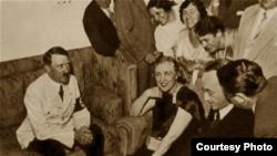 Soprana Germaine Lubin cu Hitler la Bayreuth