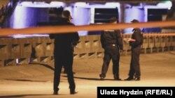 Міліцыя на месцы здарэньня з салютам у Менску, 3 ліпеня 2019
