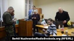 Учасники протесту в залі суду