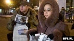 МВД не видит связи между гибелью журналистов и их работой. На фото: митинг памяти журналистки Бабуровой и адвоката Марклова