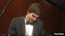 Пианист Вадим Холоденко.
