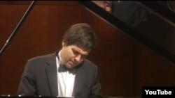 Пианист Вадим Холоденко