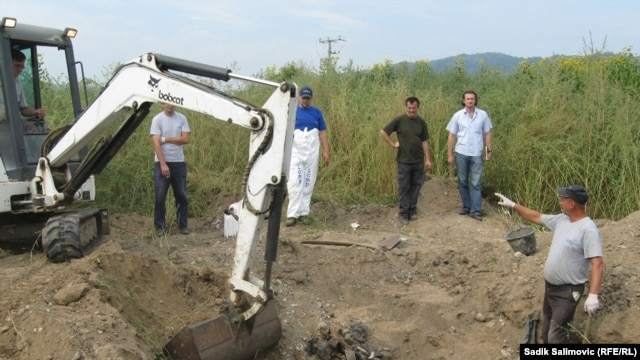 Ekshumacije kod Bratunca, septembar 2011.