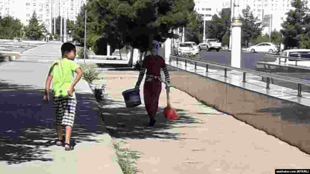 Уборка улиц, Ашхабад