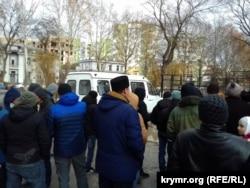 Акция в поддержку Эмиля Курбединова возле здания суда