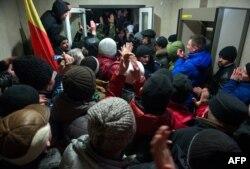 Протестувальники у будівлі парламенту. Кишинів, 20 січня 2016 року