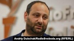 Британський журналіст Дейвид Патрикаракос представляє український переклад своєї книги «Війна у 140 знаків», Київ, 19 червня 2019 року