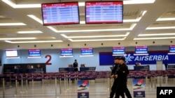 تدابیر امنیتی همچنان در بلژیک شدید است و صبح امروز، جان کری، وزیر خارجه آمریکا برای همدردی با بلژیک وارد بروکسل شد