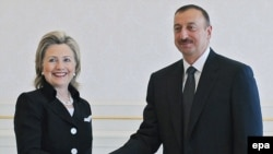 Azerbaijan -- US Secretary of State Hillary Clinton (L) shakes hands with the President of Azerbaijan Ilham Aliyev during their meeting in Baku, Azerbaijan, 04Jul10.