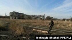 Український військовослужбовець у Пісках
