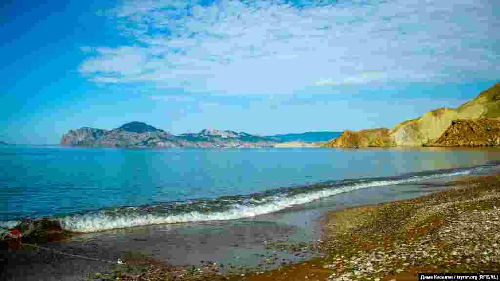 Вид на бухты и на древний вулкан Кара-Даг