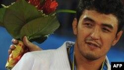 Осиё ўйинларида допинг учун медалидан маҳрум бўлган Шокир Мўминов.