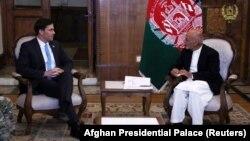 Ооганстандын президенти Ашраф Гани жана АКШнын коргоо министри Марк Эспер. Кабул. 20-октябрь, 2019-жыл.