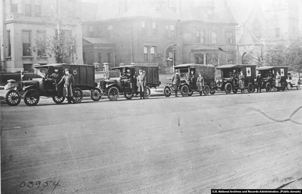 Автобригады Красного Креста в Сент-Луисе в 1918 году.