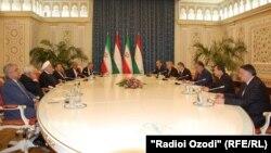 Իրանի և Տաջիկստանի նախագահներ Հասան Ռոհանին և Էմոմալի Ռահմոնը, Դուշանբե, 15-ը հունիսի, 2019թ.