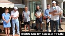 Ахмед Доган прие малка част от симпатизантите на ДПС в двора на резиденцията си