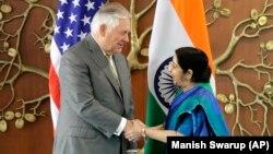Американскиот државен секретар Рекс Тилерсон и индиската министерка за надворешни работи Сушма Свараџ