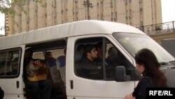 Aksiyaçılar avtobusların pis işləməsindən narazıdırlar