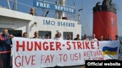 Доброчинці, які опікувалися проблемами моряків, повідомляли, що під час перебування в Омані вони оголошували голодування