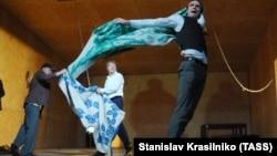 "Cцена из ""Мертвых душ"" Серебренникова"