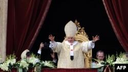 Папа Римский Бенедикт XVI. Ватикан, 8 апреля 2012 года.