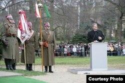 На церемонии открытия памятника татарским бойцам, принимавшим участие в Грюнвальдской битве 1410 года. Гданьск, 25 ноября 2010 года.