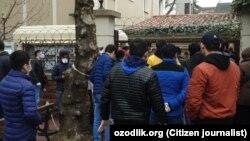 23 марта группа узбекистанцев отправилась в консульство Узбекистана в Стамбуле.
