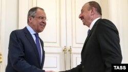 Sergei Lavrov (solda) və İlham Əliyev (Foto arxivdəndir)